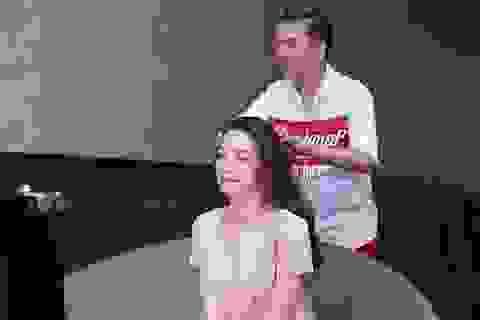 Mr Đàm thân thiết làm tóc cho Hà Hồ