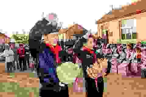 Vợ chồng Huỳnh Hiểu Minh chung tay làm từ thiện