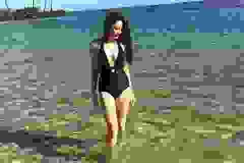Bảo Anh hé lộ loạt ảnh nóng bỏng tại biển Hawaii