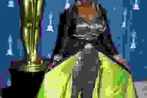 """Những bộ cánh """"đáng xấu hổ"""" của các sao trên thảm đỏ Oscar"""