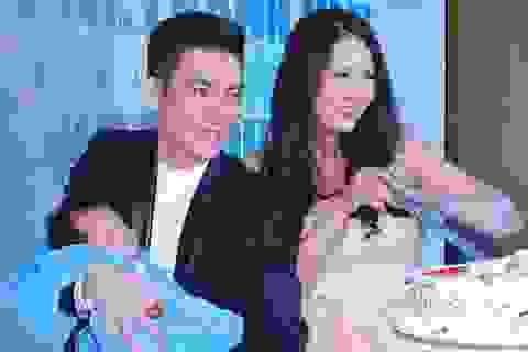 Con trai Phi Thanh Vân lộ diện trong tiệc đầy tháng