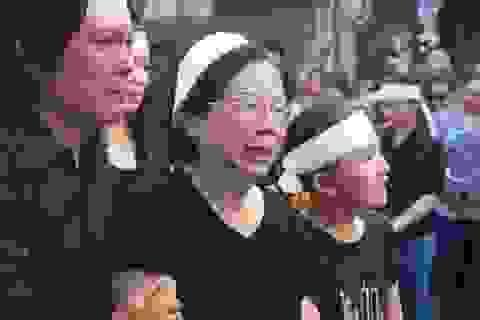 Gia đình, bạn bè nghẹn lòng tiễn biệt nhạc sĩ Nguyễn Ánh 9 về nơi xa