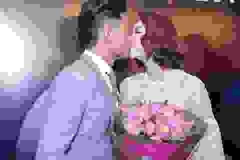 Quý Bình khiến Minh Hằng xúc động vì màn cầu hôn bất ngờ
