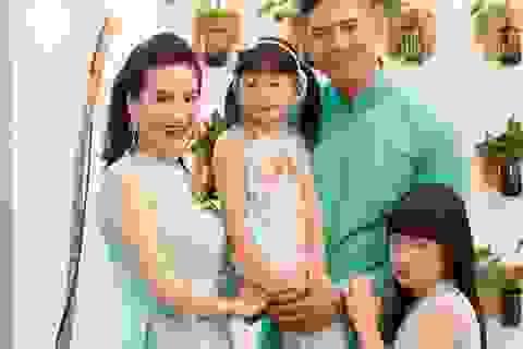 Hai công chúa nhà Bình Minh đáng yêu với áo dài cách tân