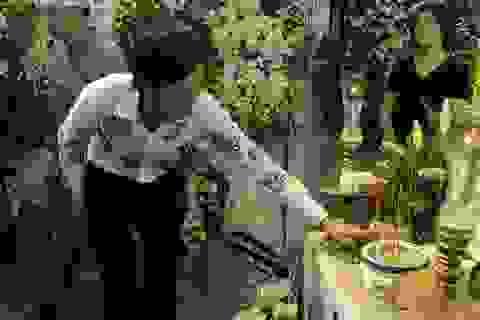 Hoài Linh và nhiều nghệ sĩ tới viếng ca sĩ Minh Thuận trong ngày cuối...