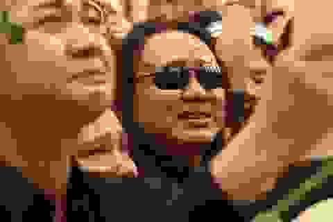 Nhật Hào và đồng nghiệp khóc nức nở khi vĩnh biệt Minh Thuận