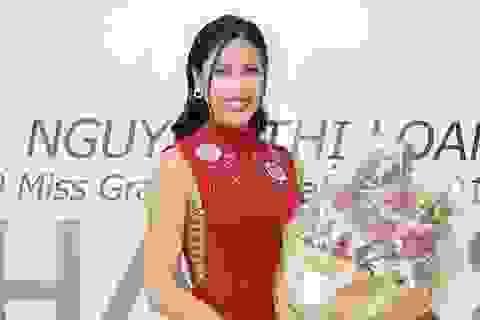 Nguyễn Thị Loan đọ sắc Lan Khuê