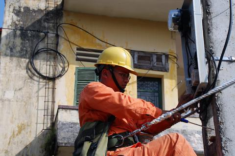 Miễn phí nhân công gần 3.000 trường hợp lắp đặt công tơ mới