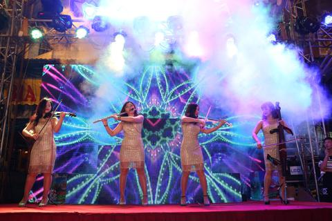 Phố cổ Hà Nội tưng bừng cùng chuỗi sự kiện âm nhạc đường phố của bia Hà Nội