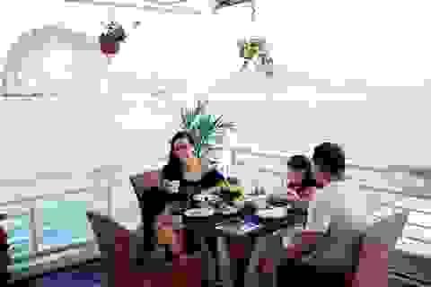 Du ngoạn vịnh Hạ Long với dịch vụ 5 sao: Khi khách lựa chọn du thuyền đẳng cấp
