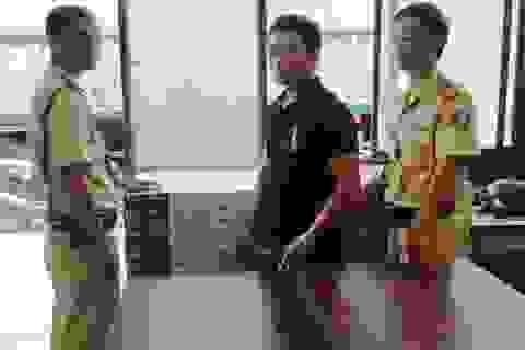 Cảnh sát giao thông truy đuổi xe ô tô vận chuyển thuốc lá lậu