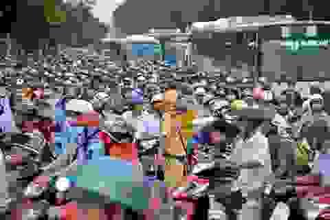Tắc nghẹt 3 tiếng hướng cửa ngõ sân bay Tân Sơn Nhất