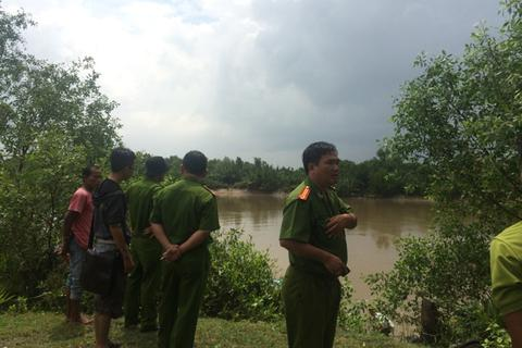 Thi thể người đàn ông nổi trên sông Phước Long