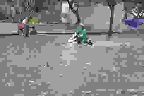 """Đường phố Sài Gòn """"chìm"""" sâu sau mưa lớn"""