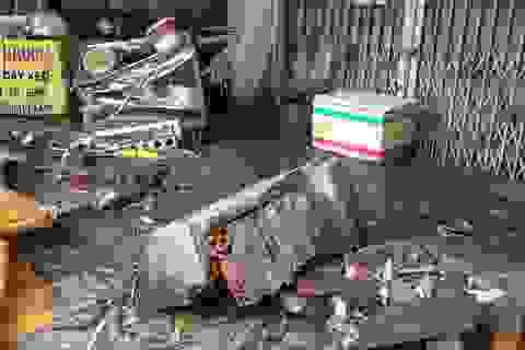 Hai bồn hoa bê tông nặng cả trăm kilogam rơi sập xuống đường