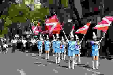Xem Cảnh sát quốc tế diễn quân nhạc trên đường phố Sài Gòn