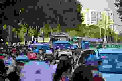 Người dân ùn ùn trở lại sau Tết, cửa ngõ Sài Gòn ùn tắc