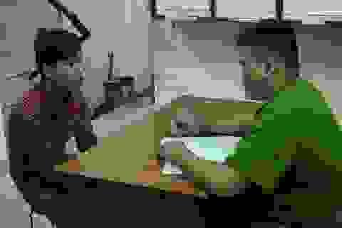 Thanh niên đánh giày cướp điện thoại của du khách Hàn Quốc ở phố Tây