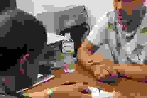 Du khách Nga trộm iPhone của quản lý nhà hàng bị camera ghi lại