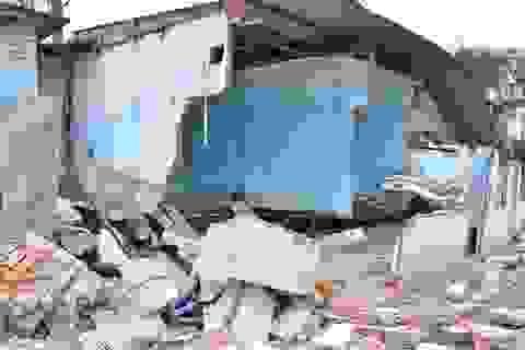Hãi hùng cảnh nhà dân vỡ toác, sạt lở vì công trình xây dựng sụt lún