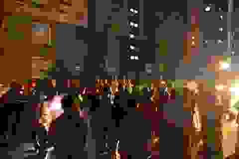 Cháy chung cư 23 tầng, hàng trăm người hoảng loạn tháo chạy