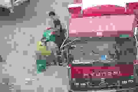 Cảnh sát mật phục ghi hình, phá đường dây rút ruột xăng dầu