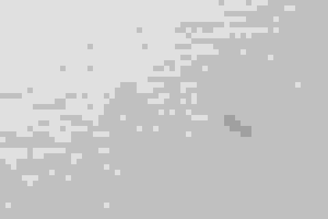 Sóng đánh sập chòi canh trên biển, 2 người trôi dạt suốt đêm