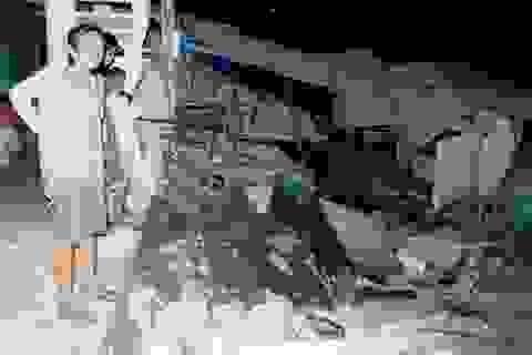 3 căn nhà sụp đổ vì sạt lở đất