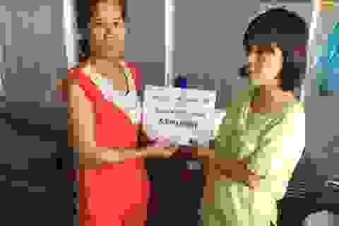 """Trao """"nóng"""" 10 triệu đồng đến 2 hoàn cảnh khó khăn ở Bạc Liêu và Hậu Giang ngày cận Tết"""