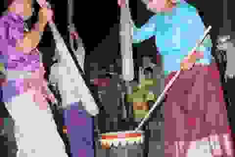 Thực mục cảnh ra lò một mẻ cốm dẹp dân dã miền Tây Nam Bộ