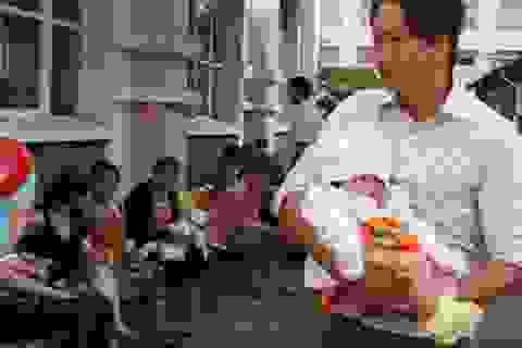 TPHCM: Chỉ nhận đăng ký vắc xin dịch vụ qua tổng đài 1080