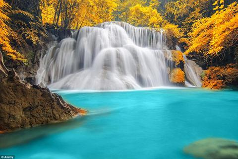 """Vẻ đẹp hùng vỹ đến """"ngạt thở"""" của các thác nước"""