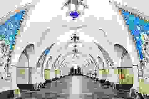 Khó tin trước vẻ lộng lẫy như cung điện tại các ga tàu điện ngầm ở Nga