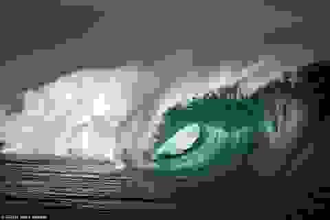 """Khoảnh khắc """"đẹp ngạt thở"""" của những ngọn sóng"""