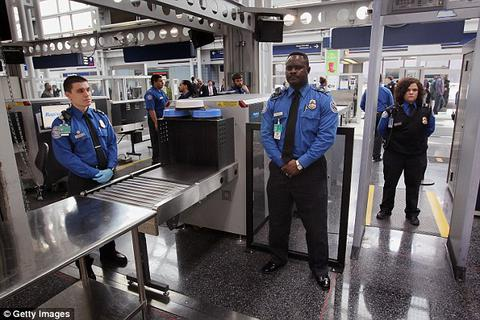 Du khách để lại... hàng tỷ đồng ở sân bay mỗi năm