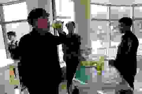 """Khám phá phong cách uống bia """"lạ"""" của người Triều Tiên"""