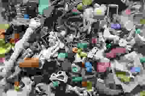 """Bãi biển ngập rác thải ở """"thiên đường"""" du lịch Hawaii"""