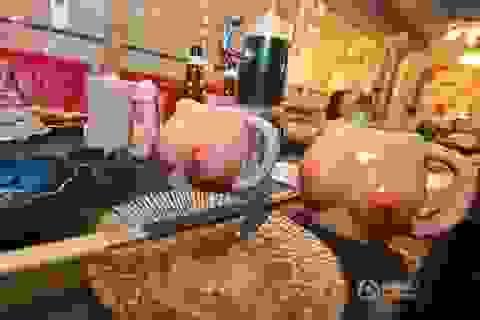 Nhà hàng tung chiêu hút khách bằng những món đồ nhạy cảm