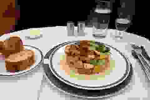 """Chiêm ngưỡng những suất ăn """"sang chảnh"""" của các hãng hàng không"""