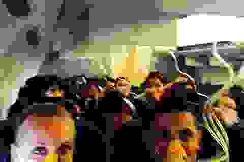 Máy bay đột ngột mất áp suất, hành khách hoảng loạn đeo mặt nạ oxy