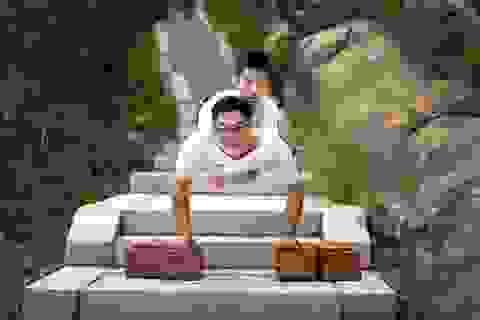 Dân mạng xúc động hình ảnh cậu bé 11 tuổi cụt 2 chân vẫn chinh phục núi cao