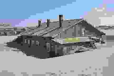 Ngôi làng nhỏ thường xuyên ngập trong biển cát