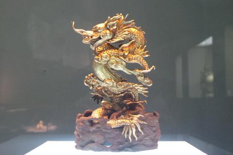 Chiêm ngưỡng linh vật Việt bằng vàng ròng, đất nung