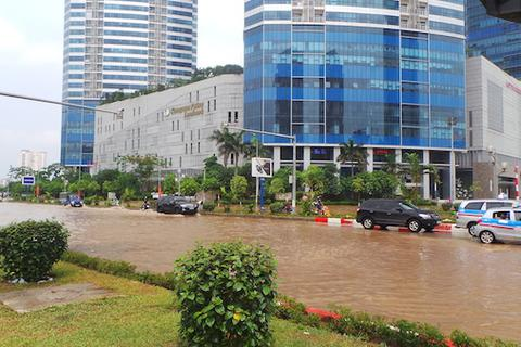 """Toà nhà cao nhất Việt Nam bị nước """"bao vây"""""""