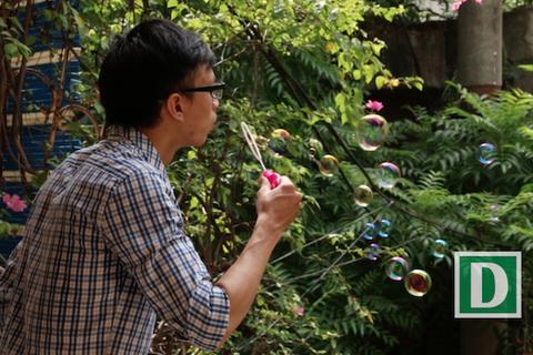 Giải đáp điều kỳ diệu bên cạnh trò chơi thổi bong bóng xà phòng