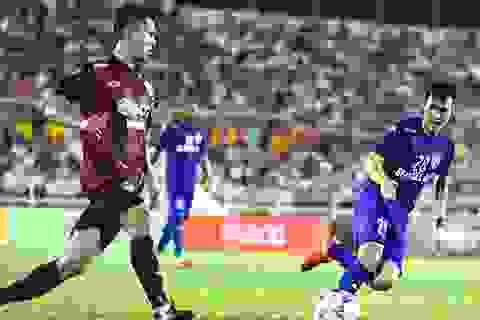 Công Vinh đá bóng giao lưu với địch thủ một thời Thonglao