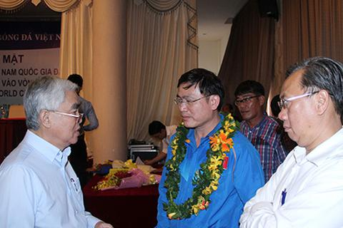 Nếu chủ tịch VFF Lê Hùng Dũng rút lui?