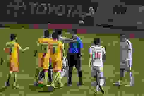 Trọng tài nội không hề tốt lên sau sự cố trận Thanh Hóa-SL Nghệ An