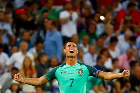 """Truyền thông Bồ Đào Nha """"nổ tung trời"""" khi đội nhà vào chung kết Euro 2016"""