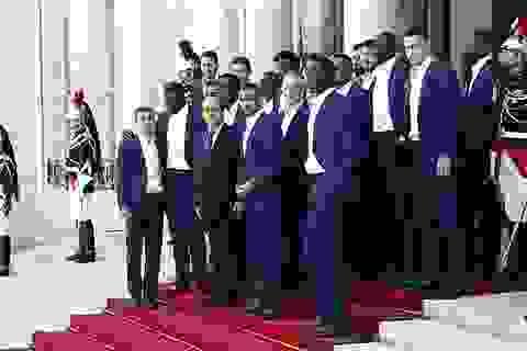 Thầy trò HLV Deschamps diện kiến tổng thống Pháp